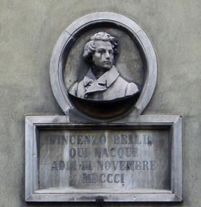 Bildnis Bellinis an seinem Geburtshaus in Catania.