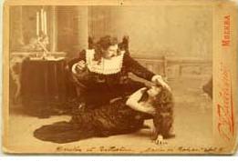 Mattia Battistini und Haricléa Darclée im dritten Akt der Maria di Rohan auf einer alten Fan-Postkarte (Archiv Weatherson).