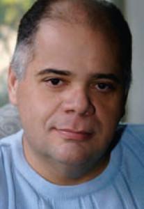 Der Dirigent und Musikwissenschaftler Fabio Gomes de Oliveira /HeiB