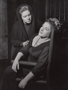 als Senta mit Ruth Hesse in Berlin/Buhs/DOB