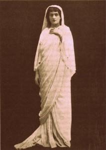 """""""Les Barbares"""": die Sängerin Jeanne Hatto als Floria/Foto Bibl. Historique Ville de Paris/Ediciones Singolares"""