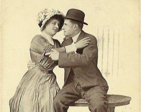 """Noch einmal Traude Hubelocz-Greifshuber und Adolf Alois Steckeck, die Sänger der Uraufführung, in Damraus Oper """"Draußen im Wiener Wald""""/Foto Steckek Erben"""