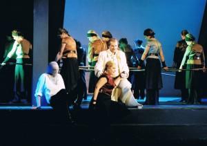 """Szene aus den """"Nibelungen"""" von Dorn Maria Gessler, Guido Hackhausen und Michael Kunze in Zwickau/Foto Theater Plauen-Zwickau/Huhn"""