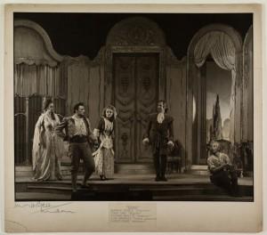"Glyndebourne: ""Figaro"" mit Eleanor Steber, Italo Tajo, Tatiana Menotti, John Brownlee und Ernest Frank 1947//Foto Angus McBean/Glyndebourne Archive"