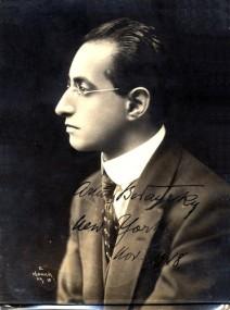 """""""Die Meistersinger"""" Met 1936: Der Dirigent Arthur Bodansky auf einer Künstlerpostkarte von 1918/OBA"""