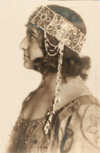 """La Nave"": Rosa Raisa im Kostüm der Basilola Chicago 1919/Grattacielo"
