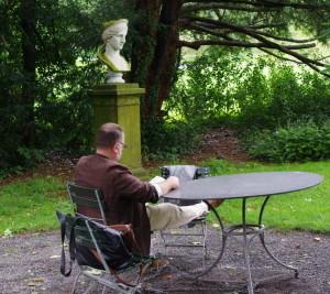 Der stille Gast weiß die Atmosphäre im weitläufigen Park zu genießen - Foto: Winter