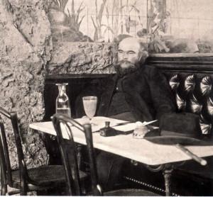 Dr Dichter Paul Verlaine 1896 im Café Procope im Pariser Quartier Latin.