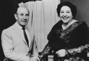 Hanne-Lore Kuhse mit Erich Leinsdorf in Boston. Der Dirigent schätzte die Sängerin und begleitetet sie auch in Paris und London. - Foto: OBA