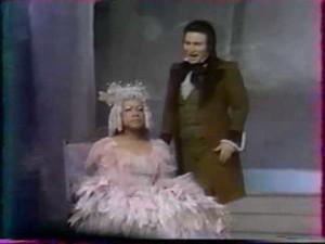 "Maurice Maiewski mit Christiane Eda-Pierre in ""Les Cointes d´Hoffmann""/ youtube"