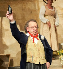 Alfred Skarmek/ Dulcamara/ Wiener Staatsoper/ Foto Michael Pöhn