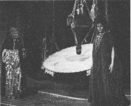 """""""Medea in Corinto""""/ Szene mit Joan Davis/Ismene un Margreta Elkins/Medea/ OBA"""