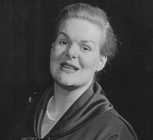 Maureen Forrester auf einem Foto im Booklet, das wir als Auschnitt wiedergeben.