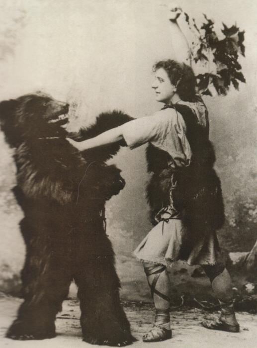 Bayreuth Siegfried mit Bär