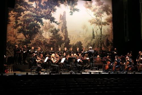 """Georg Heinrich Busses Gemälde """"Ohr des Dionysios bei Syracus auf Sizilien"""" von 1861 bildete den Hintergrund für den konzertanten """"Tancredi"""" beim Musikfest Bremen 23016/ Foto Patric leo"""