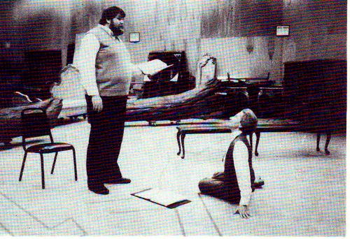Hanna Ludwig: Probenarbeit rnit dem Tenor Timothy Jenkins für dessen ersten Parsifal an der Met 1983/ Sammlung Ludwig