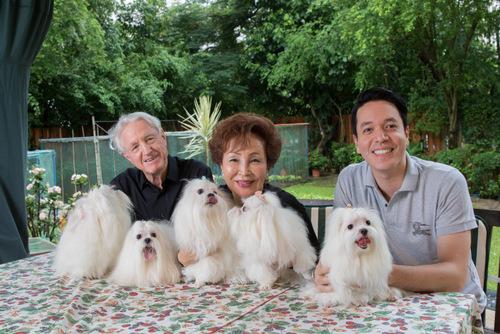 Klaus Heymann: Familienbild mit Pudeln/ ©Emily Chu