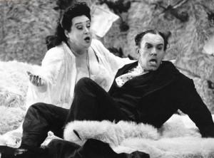 Françoise Pollet (la cantatrice) et Dale Duesing (le Comte) dans Reigen de Philippe Boesmans à La Monnaie de Bruxelles en 1993/ tutti-magazine.fr/ Pollet