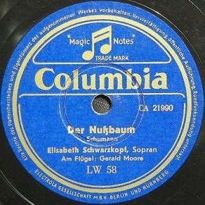 """""""Der Nussbaum"""" von Robert Schumann als Schelllackplatte. Das von Gerald Moore begleitete Lied wurde 1951 eingespielt."""