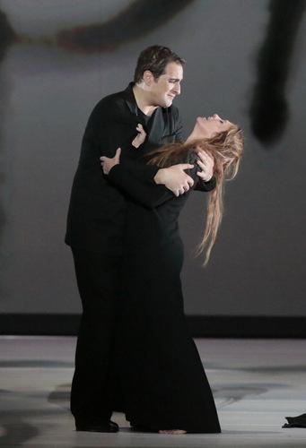 Riccardo Massi: Rollendebüt als Des Grieux, Bolshoi-Theater Moskau, Oktober 2016, mit Ainhoa Arteta als Manon. Foto: Damir Yusupov/ Bolshoi Theatre