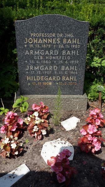 Hilde(gard) Bahl ist gemeinsam mit ihren Eltern und einer Schwester auf dem Friedhof in Berlin-Schmargendorf bestattet. Foto: Winter