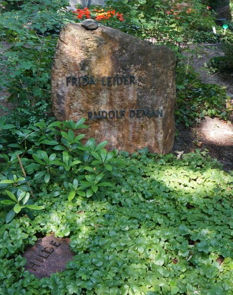 Das gemeinsame Ehrengrab von Frida Leider und Rudolf Deman auf dem Friedhof Heerstraße am Berliner Olympiastadion. Foto: Winter